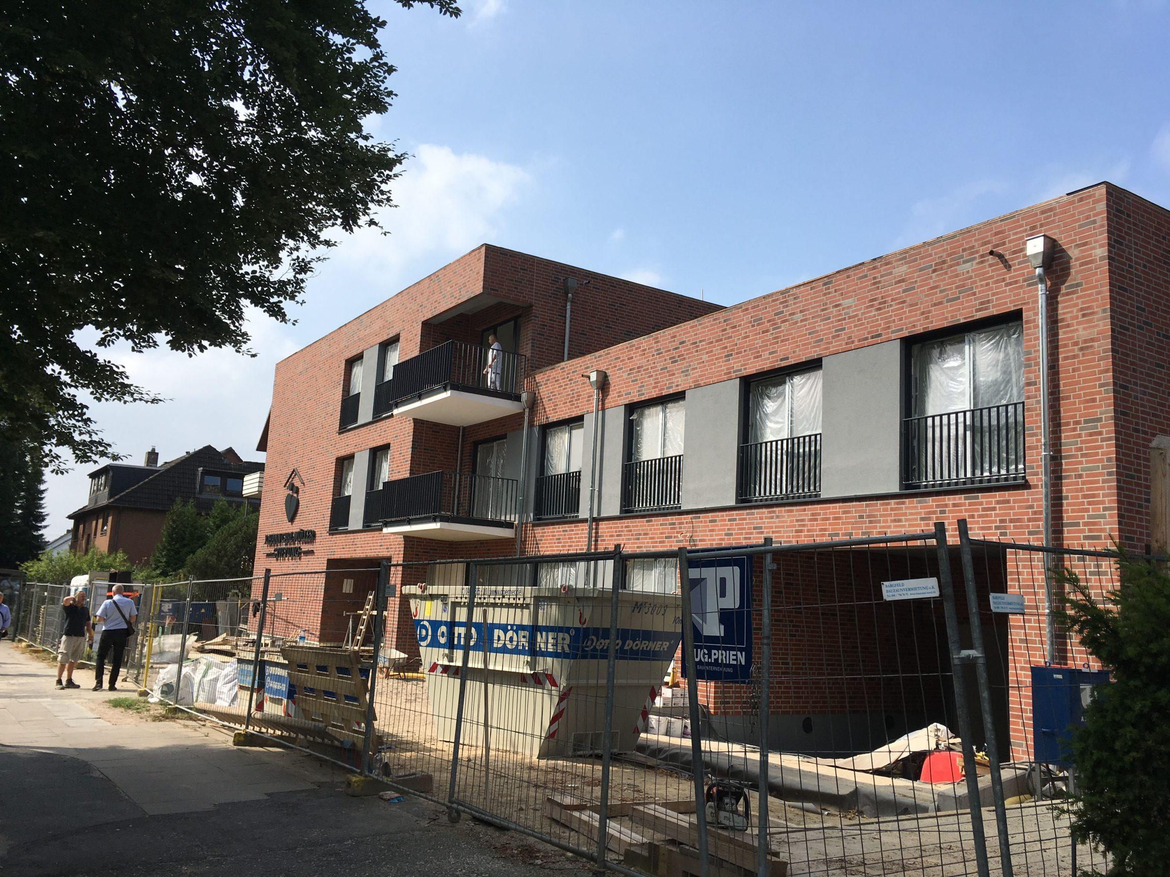 Neubau Wohngebäude kurz vor Fertigstellung Hamburg